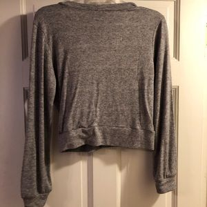 Tops - Gray cropped long sleeve top